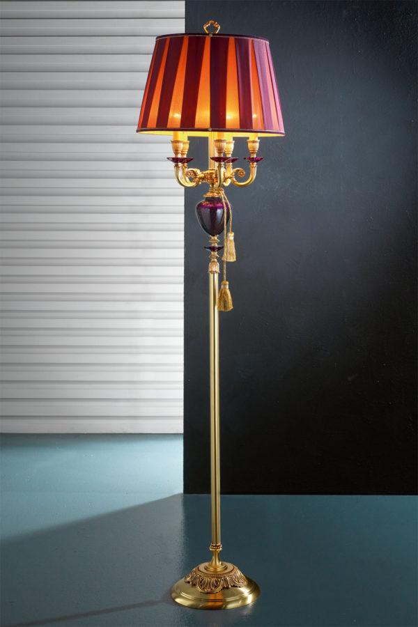 Фиолетовый торшер EUROLUCE LAMPADARI с золотом, янтаным стеклом и комбинированным абажуром из ткани с фиолетовыми вставками, артикул LuigiXV/PT5L