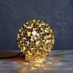 Светодиодная настольная лампа золотая Terzani в виде шара из лепестков, M50B CHL