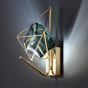 Настенное бра со стеклянным кристаллом в современном стиле